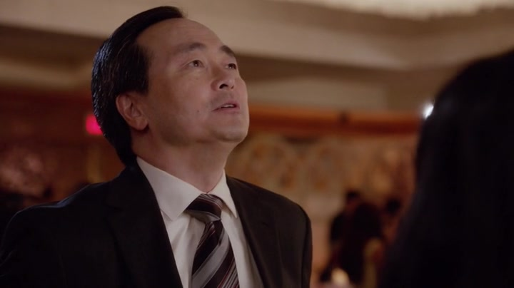 "Huangovi v Americe / Fresh Off the Boat S04E05 ""Four Funerals and a Wedding"""