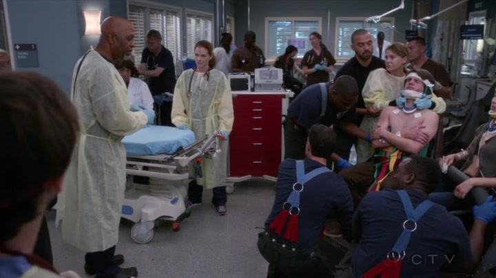 """Chirurgové / Grey's Anatomy S14E07 """"Who Lives, Who Dies, Who Tells Your Story"""""""