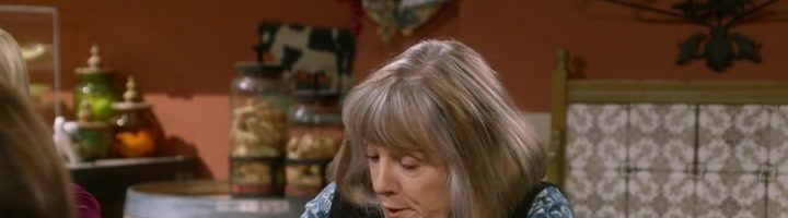 """Máma / Mom S06E03 """"Ambulance Chasers and a Babbling Brook"""""""